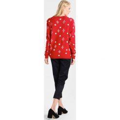Swetry klasyczne damskie: Freequent SANTA Sweter red