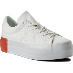 Sneakersy CONVERSE - One Star Platform Ox 559904C White/Bright Poppy/White. Białe sneakersy damskie Converse, z gumy. W wyprzedaży za 249,00 zł.