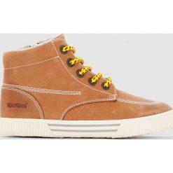 Wysokie skórzane tenisówki Pergola. Niebieskie buty sportowe chłopięce marki Kickers, z kauczuku, na sznurówki. Za 339,11 zł.