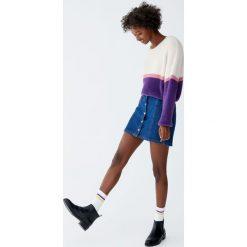 Jeansowa spódnica na guziki. Szare spódniczki jeansowe Pull&Bear. Za 79,90 zł.