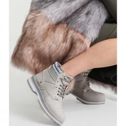 Szare Traperki Strong Ties. Szare buty zimowe damskie vices, z materiału, z okrągłym noskiem, na płaskiej podeszwie. Za 99,99 zł.