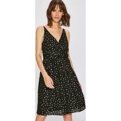 Vero Moda - Sukienka Henna. Sukienki małe czarne marki Vero Moda, na co dzień, l, z poliesteru, casualowe, na ramiączkach, rozkloszowane. W wyprzedaży za 89,90 zł.