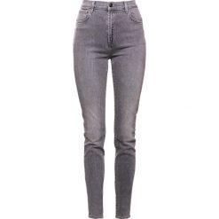 Boyfriendy damskie: J Brand CAROLINA Jeansy Slim Fit earl grey