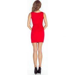 Lidia Sukienka asymetryczna z czarną lamówką - CZERWONA. Czerwone sukienki asymetryczne morimia, s, z asymetrycznym kołnierzem. Za 159,99 zł.