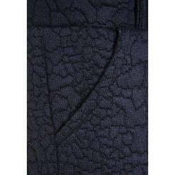 The New EMILIA PANTS Spodnie treningowe black iris. Białe jeansy chłopięce marki The New. W wyprzedaży za 135,85 zł.