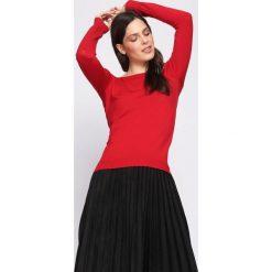 Czerwony Sweter Out Action. Czerwone swetry klasyczne damskie Born2be, l, z dekoltem w łódkę. Za 59,99 zł.