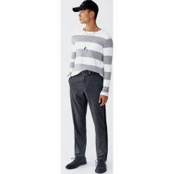 Sweter w szerokie paski. Czerwone swetry klasyczne męskie Pull&Bear. Za 109,00 zł.