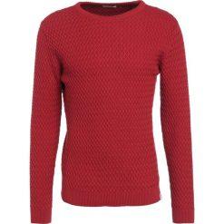 Swetry klasyczne męskie: Knowledge Cotton Apparel Sweter pompeain red