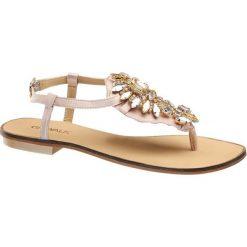 Sandały damskie Catwalk różowe. Czerwone sandały damskie Catwalk, z aplikacjami, z materiału, na obcasie. Za 119,90 zł.