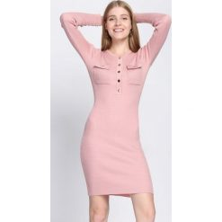 Różowa Sukienka Keep Turning. Czerwone sukienki dzianinowe marki Mohito, l. Za 99,99 zł.