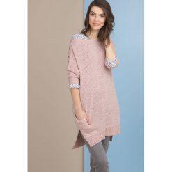 Swetry oversize damskie: Sweter oversize z guzikami