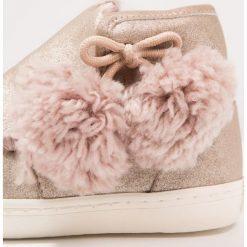 Gioseppo Botki oro. Żółte buty zimowe damskie Gioseppo, z futra. W wyprzedaży za 183,20 zł.