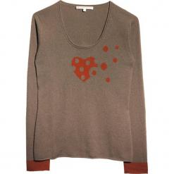 Sweter kaszmirowy w kolorze szarobrązowym. Brązowe swetry klasyczne damskie marki Ateliers de la Maille, z kaszmiru, z okrągłym kołnierzem. W wyprzedaży za 409,95 zł.