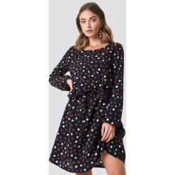 Rut&Circle Sukienka w kropki - Navy. Niebieskie sukienki mini Rut&Circle, w kropki, z poliesteru, z falbankami. Za 161,95 zł.