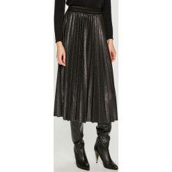 Answear - Spódnica Night Fever. Czarne spódniczki plisowane damskie marki ANSWEAR, l, z elastanu, z podwyższonym stanem, midi. Za 149,90 zł.