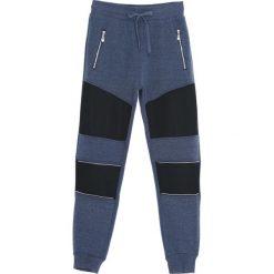 Ciemnoniebieskie Spodnie Dresowe Rush. Czarne spodnie dresowe męskie marki Born2be, l, z aplikacjami, z dresówki. Za 49,99 zł.