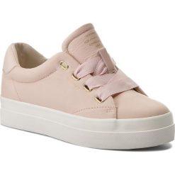 Sneakersy GANT - Amanda 16531440 Silver Pink G584. Czerwone sneakersy damskie marki GANT, z materiału. W wyprzedaży za 259,00 zł.