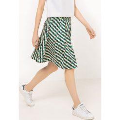 Minispódniczki: Rozkloszowana spódnica w geometryczne wzory
