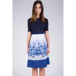 Spódnica biało-kobaltowa trapezowa w kwaty QUIOSQUE. Niebieskie spódniczki dziewczęce z falbankami QUIOSQUE, z tkaniny. W wyprzedaży za 59,99 zł.