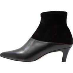 Intentionally Blank TIZO Botki black. Czarne botki damskie skórzane Intentionally Blank, klasyczne. Za 759,00 zł.