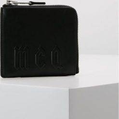 McQ Alexander McQueen ZIP AROUND WALLET Portfel black. Czarne portfele damskie marki McQ Alexander McQueen. Za 549,00 zł.