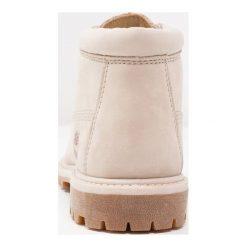 Timberland NELLIE CHUKKA DOUBLE  Ankle boot beige. Brązowe botki damskie marki Timberland, z materiału. Za 629,00 zł.