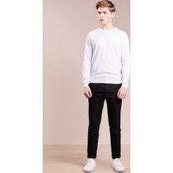 Swetry klasyczne męskie: LAGERFELD Sweter white