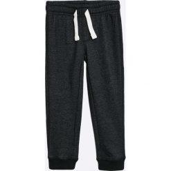 Blu Kids - Spodnie dziecięce 98-128 cm. Czarne spodnie chłopięce Blukids, z bawełny. W wyprzedaży za 24,90 zł.