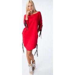 Czerwona sukienka z wiązaniami 1403. Czarne sukienki z falbanami marki Fasardi, m, z dresówki. Za 69,00 zł.