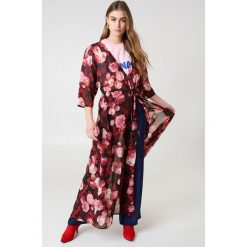 NA-KD Boho Szyfonowa sukienka płaszczowa - Red,Multicolor. Niebieskie długie sukienki marki NA-KD Boho, na imprezę, w koronkowe wzory, z koronki, boho, na ramiączkach. Za 100,95 zł.