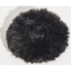 Puszysta gumka do włosów - Czarny. Czarne ozdoby do włosów Sinsay. Za 7,99 zł.