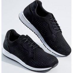 Sportowe buty ze zdobieniem - Czarny. Czarne buty sportowe damskie marki Kazar, z nubiku, przed kolano, na wysokim obcasie. Za 119,99 zł.