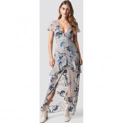 For Love & Lemons Sukienka Cleo Floral Maxi - Grey. Szare długie sukienki For Love & Lemons, z haftami, z falbankami. W wyprzedaży za 425,39 zł.