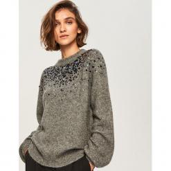 Miękki sweter z aplikacją - Szary. Szare swetry klasyczne damskie marki Mohito, l. Za 139,99 zł.