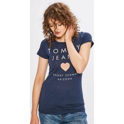 Tommy Jeans - Top. Szare topy damskie marki Tommy Jeans, l, z nadrukiem, z bawełny, z okrągłym kołnierzem. W wyprzedaży za 129,90 zł.