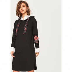 Sukienka z kapturem - Wielobarwn. Szare sukienki z falbanami Reserved, m, z kapturem. Za 99,99 zł.