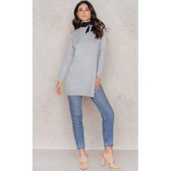 Golfy damskie: NA-KD Dzianinowy sweter z rozcięciem z boku - Grey