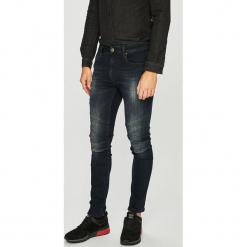 Guess Jeans - Jeansy Jay. Niebieskie rurki męskie Guess Jeans, z aplikacjami, z bawełny. Za 589,90 zł.
