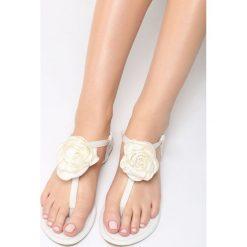 Białe Sandały Shimmer Heart. Białe sandały damskie marki Born2be, z materiału, na obcasie. Za 59,99 zł.