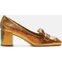 Multikolorowe czółenka damskie. Białe buty ślubne damskie marki Kazar, ze skóry, na wysokim obcasie, na szpilce. Za 599,00 zł.