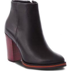 Botki CARINII - B4668/C E50-000-POL-B77. Różowe buty zimowe damskie marki Carinii, z materiału, z okrągłym noskiem, na obcasie. Za 419,00 zł.