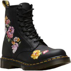 Dr. Martens 1460 Vonda II 24067001. Czarne buty trekkingowe damskie marki Timberland, na zimę. W wyprzedaży za 599,99 zł.