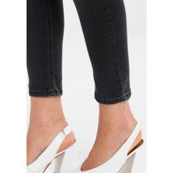 2ndOne NICOLE Jeans Skinny Fit strappy dust grey. Szare jeansy damskie relaxed fit marki 2ndOne, z bawełny. W wyprzedaży za 356,15 zł.