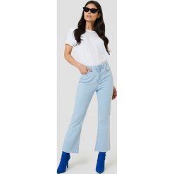 NA-KD Jeansy Kick Flare - Blue. Niebieskie proste jeansy damskie NA-KD, z podwyższonym stanem. W wyprzedaży za 60,89 zł.