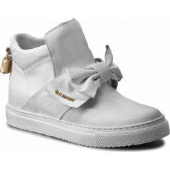 Sneakersy CARINII - B3834 I81-000-000-B67. Białe sneakersy damskie Carinii, z materiału. W wyprzedaży za 279,00 zł.