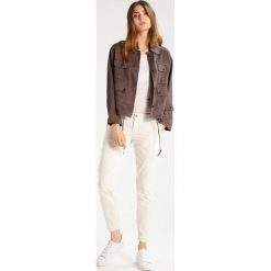 Rurki damskie: 7 for all mankind ROXANNE  Jeansy Slim fit sand