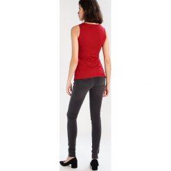 MAMALICIOUS MLLETICIA  Jeansy Slim Fit medium grey denim. Szare jeansy damskie MAMALICIOUS. W wyprzedaży za 174,30 zł.