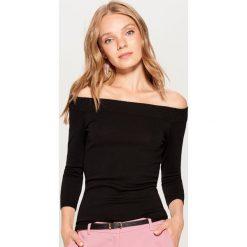 Sweter z odkrytymi ramionami - Czarny. Czarne swetry klasyczne damskie Mohito, l. Za 59,99 zł.