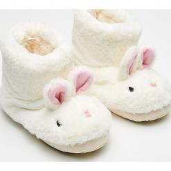 Ciepłe kapcie króliki - Kremowy. Białe kapcie damskie marki Reserved. Za 59,99 zł.