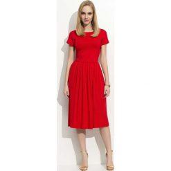 Sukienki: Czerwona Sukienka Klasyczna Rozkloszowana z Krótkim Rękawem
